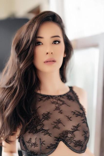 Brussels Asian escort